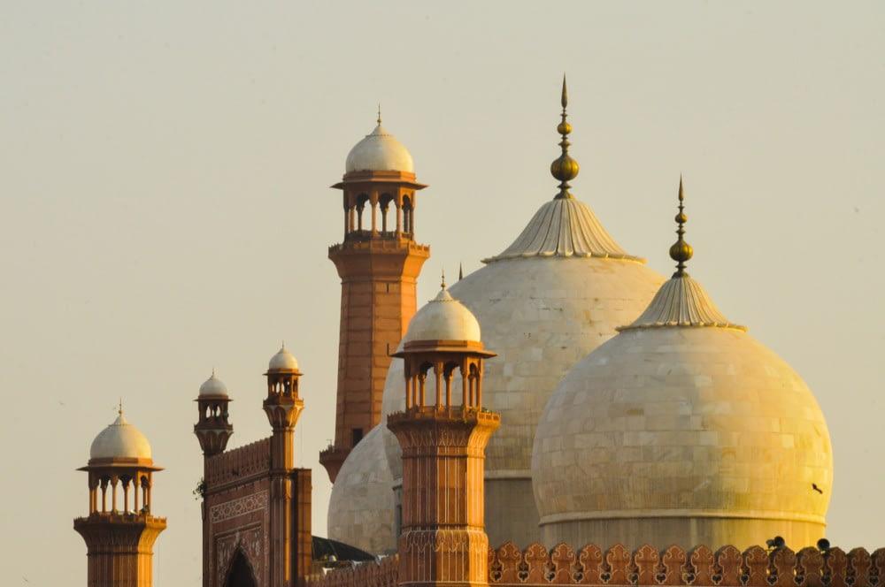 https://ml0dzzmjyjyj.i.optimole.com/fxN5qP8-_6Kno8EK/w:auto/h:auto/q:auto/https://sehatonline.com.pk/wp-content/uploads/2021/03/Lahore-Mosque.jpg